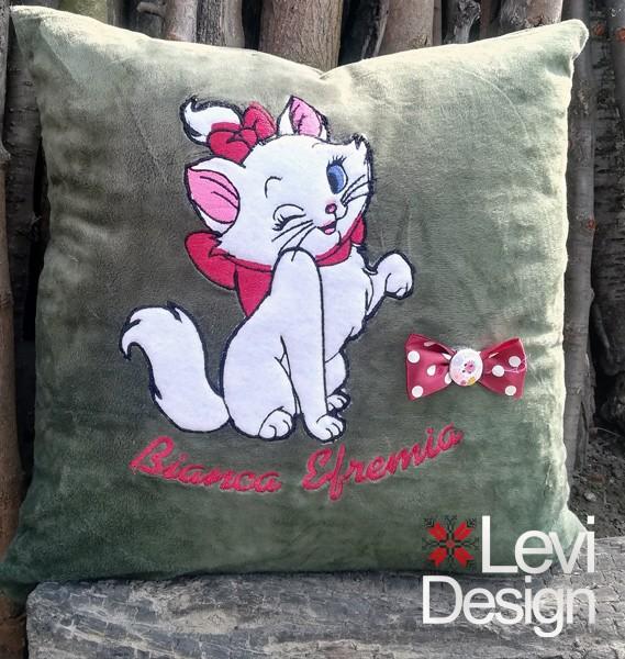 Pernuta decorativa Pisica aristocrata